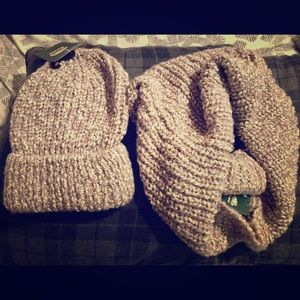 "ROOTS ""Yolanda"" Toque and Endless Snood Set"